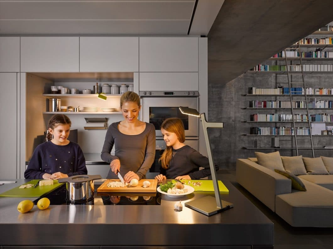 Die Praktischen: aus Stuttgart kam die Idee und Realisierung von NIMBUS Leuchten, die mit einem Akku versehen sind und mit ihrem Standfuß bequem überall dorthin mitgenommen werden können, wo Licht benötigt wird. (Foto: Nimbus Group)