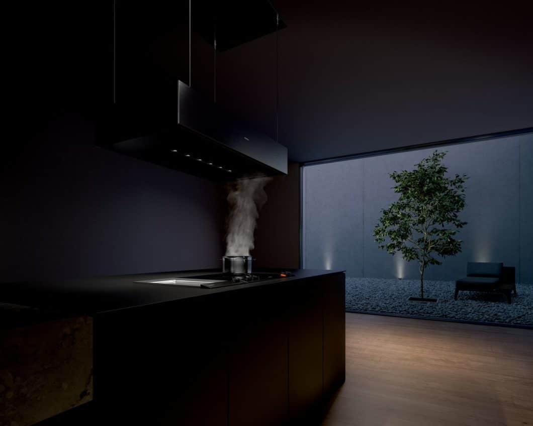 Ästhetisch, anspruchsvoll und höchst funktional: die neuen Dunstabzüge der Serie 200 von Gaggenau machen dem Kochfeldabzug-Trend Konkurrenz. (Foto: Gaggenau)
