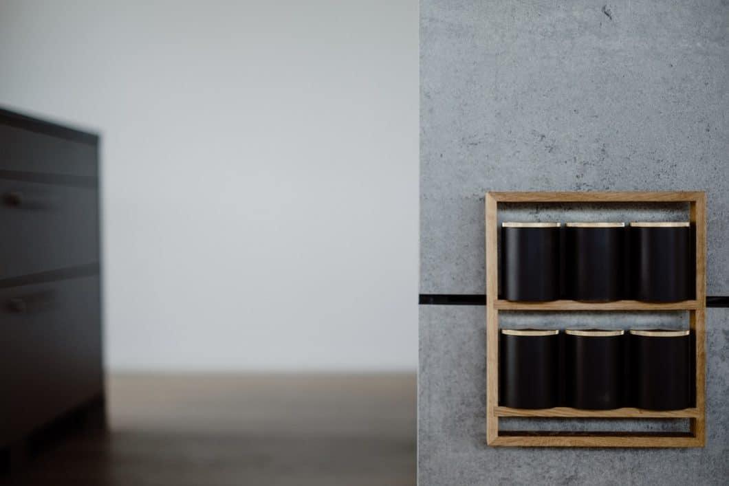 Magnetische Gewürztablare, kabelloses Laden, Wärmeplatten oder Atmosphärenlicht: die einzeln einsteckbaren Module von THE WALL werden konsequent weiterentwickelt und versprechen aufregend neue Funktionen für die Küchenrückwand. (Foto: orea Europe)