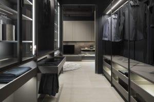Extraräume schafft auch LEICHT: mit seinen Visionen zur architektonischen Innenraumplanung kreiert das Unternehmen Garderoben, Ankleiden und Raumzonen mit Schiebetüren und deckenhohen Schrankwänden. (Foto: LEICHT)