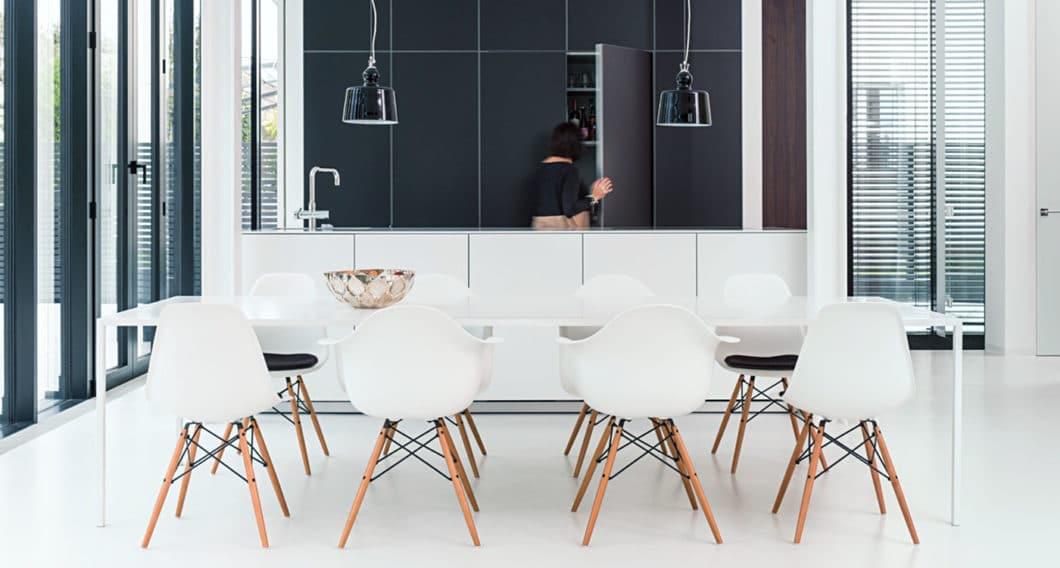 Das passende Studio für Sie in Stuttgart ist eines, das Sie nicht nur zur Küche, sondern zum gesamten Raum innenarchitektonisch berät. (Foto: Sprecher Küchenarchitektur)