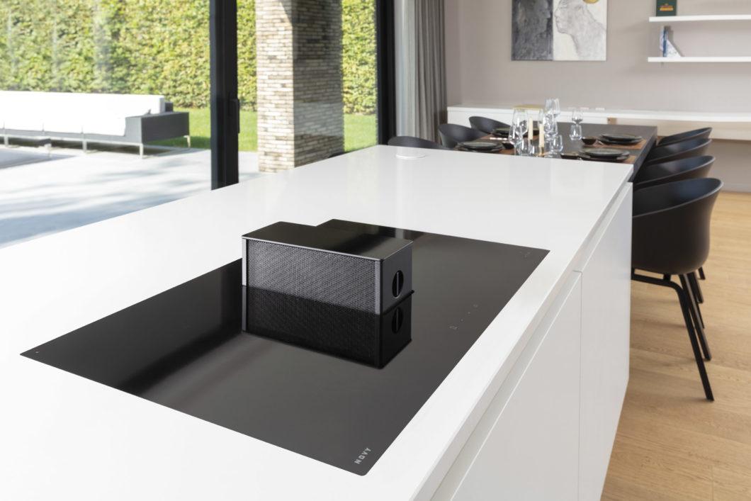 Ästhetisch, unauffällig und leistungsstark: die Novy ONE ist ein mit Designpreisen ausgezeichneter Kochfeldabzug. (Foto: Novy)