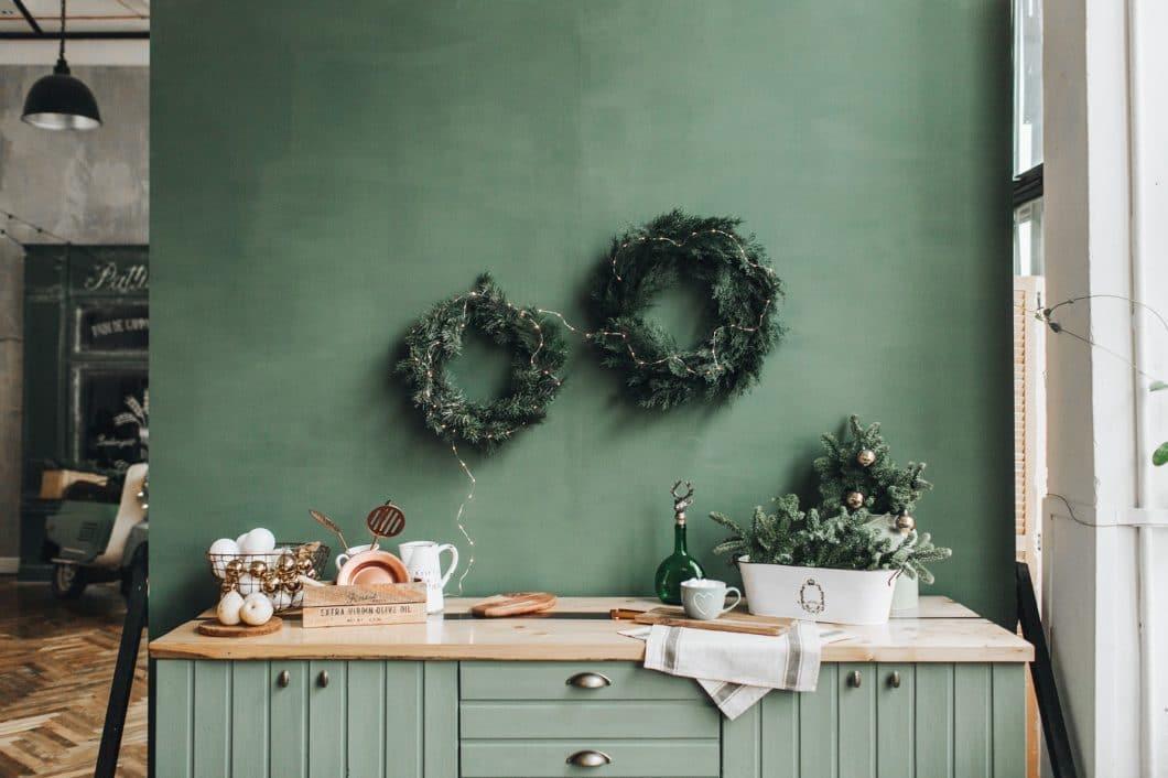 Weihnachten ist für unsere Autorin unweigerlich mit der Küche verbunden. Hier gibt es Essen, persönliche Gespräche - und Erinnerungen an die Kindheit. (Foto: Floral Deco/Stock)