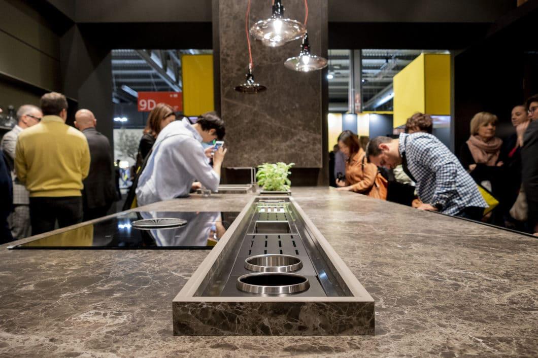 Mit Spannung wird die EuroCucina 2020 im April erwartet: auf der internationalen Küchenmesse werden die Neuheiten der Branche für die kommenden zwei Jahre ausgegeben. (Foto: Arrital)