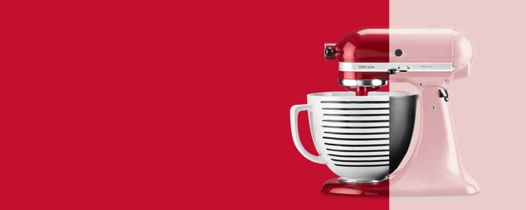 Kirschrot, ein sanftes Pink oder doch lieber ein elektrisierendes Onyx-Schwarz? Die KitchenAid-Küchenmaschine ist in persönlicher Wunschfarbe erhältlich - kurz vor Weihnachten auch mit gratis Rührschüssel und Gravur. (Foto: KitchenAid)