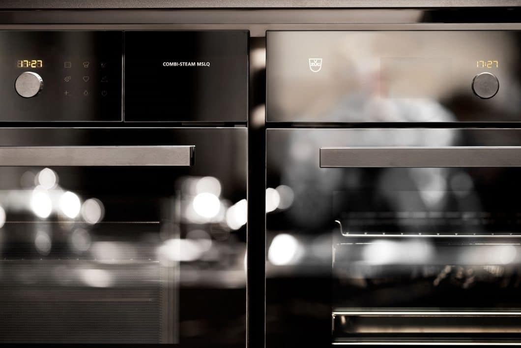 """""""Zartgaren"""" heißt der neueste Clou des Schweizer Unternehmens V-ZUG: mit dieser Funktion können Dampfbackofengeräte künftig ein Gericht nach Uhrzeit zubereiten. (Foto: V-ZUG)"""