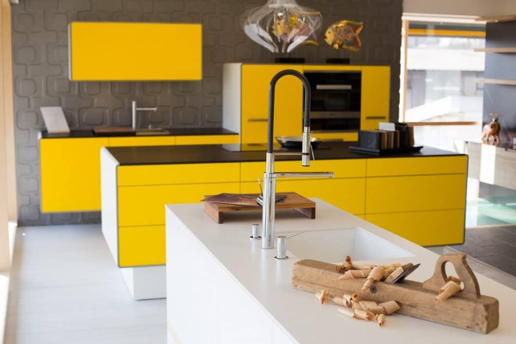 Küchenstudio oder Tischlerei: wo soll ich meine Küche kaufen? Je nach Vorliebe gibt es verschiedene Vor- und Nachteile der beiden fachkundigen Anlaufstellen. (Foto: Manufaktur Homlicher)