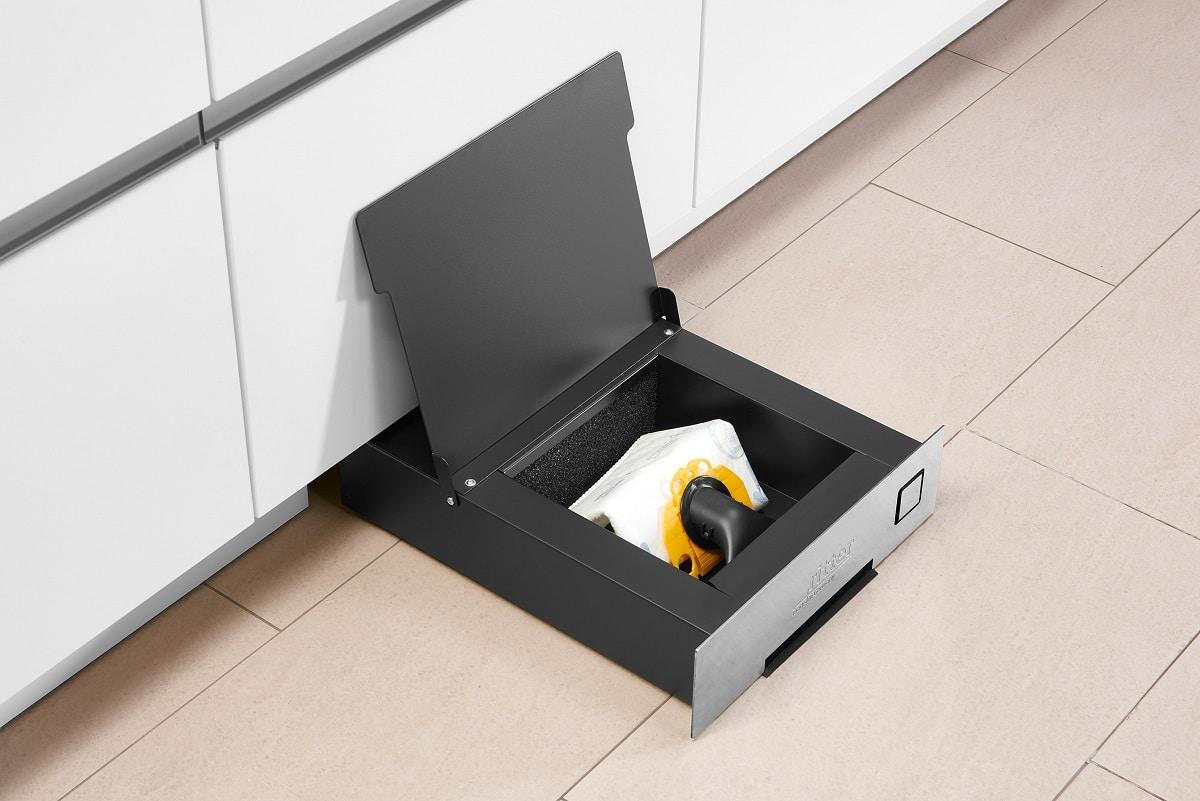 Im Einbau-Sockelsauger werden handelsübliche Staubsaugerbeutel mit Anti-Allergen Filter verwendet. Diese sind besonders für Hausstaub-Allergiker geeignet. (Foto: ritterwerk)
