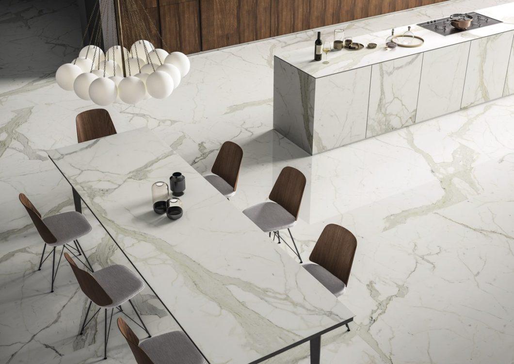 Marmor ist in der Küche mindestens ebenso geliebt wie gefürchtet. Das Material ist wunderschön, aber höchst anfällig für Flecken und Kratzer. Moderne Marmor-Reproduktionen schaffen Abhilfe für den interessierten Endkunden. (Foto: SapienStone)