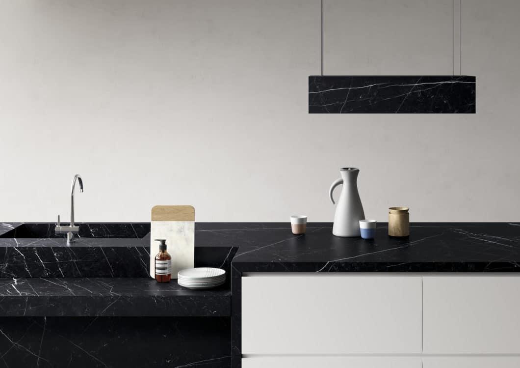 Marmor in der Küche: geliebt, befleckt, geächtet - oder zumindest gefürchtet. Mit diesen tollen neuen Marmor-Reproduktionen müssen Sie zukünftig keine Sorge vor Schmutz mehr tragen. (Foto: SapienStone)
