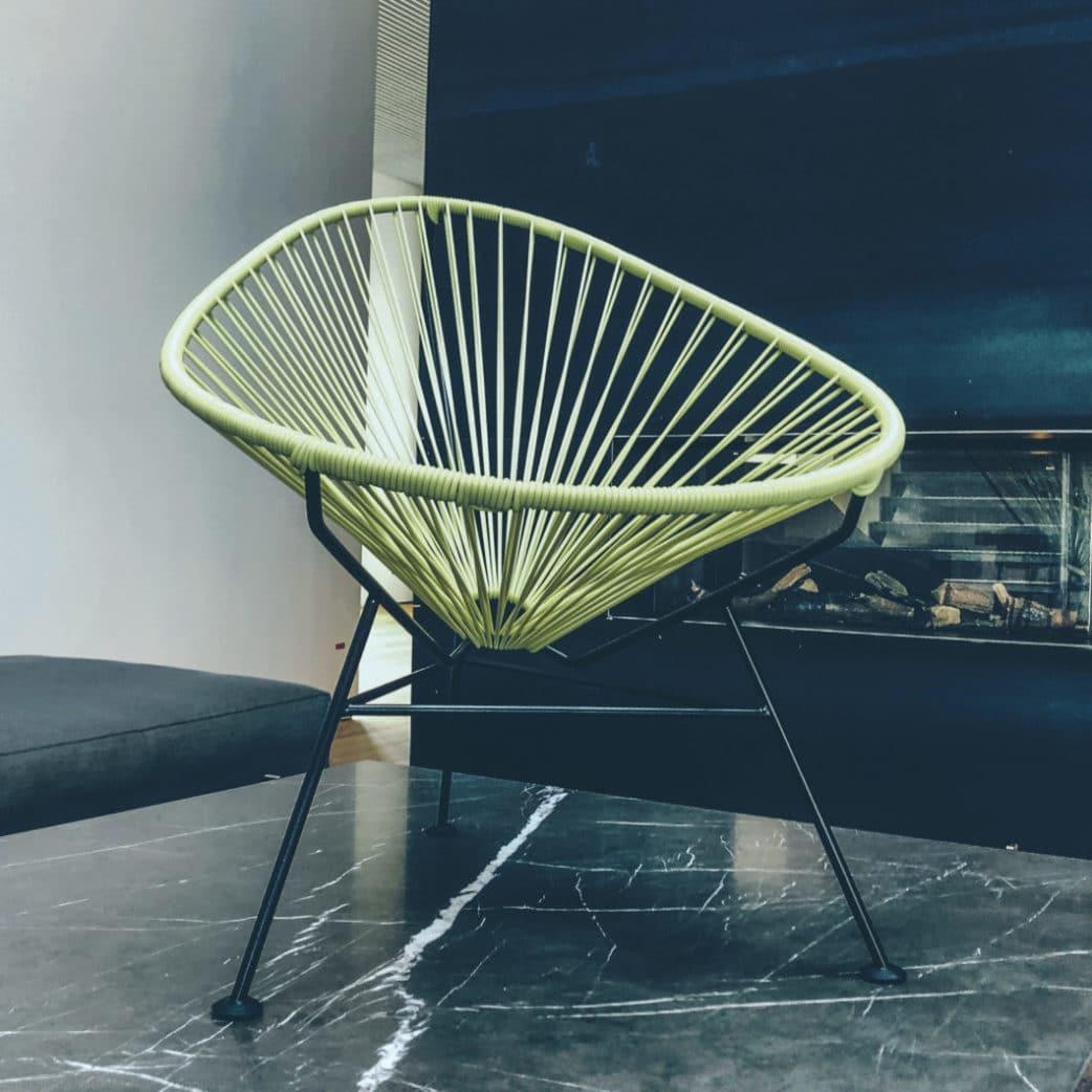 Ein begehrtes Designobjekt ist der Acapulco-Chair - auch wenn nicht jeder sofort an seinen mexikanischen Ursprung denkt. Und wir haben noch mehr Aspekte beleuchtet für die Ausgabe 01/2020 des Printmagazins, die ein wenig um die Ecke gedacht sind. (Foto: Thomas Neumann)