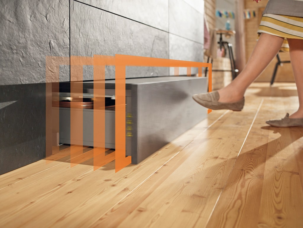 Dank der praktischen Tip On-Motion-Funktion lässt sich die Trittschublade äußerst einfach entfahren und nach getaner Arbeit wieder zurückschieben. (Foto: blum)