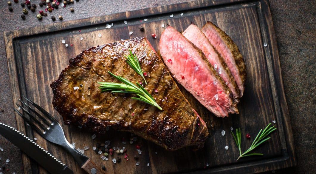 Der Steakmaster von Teka verspricht das perfekt gegarte Steak aus dem Ofen. (Foto: AdobeStock / nadianb)