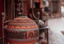 Das Kochen mit Tontöpfen ist in der mexikanischen Kultur weit verbreitet. Es bietet aromatische Vorzüge - und zwingt seinen Nutzer zur Langsamkeit. (Foto: Dary Maltseva)