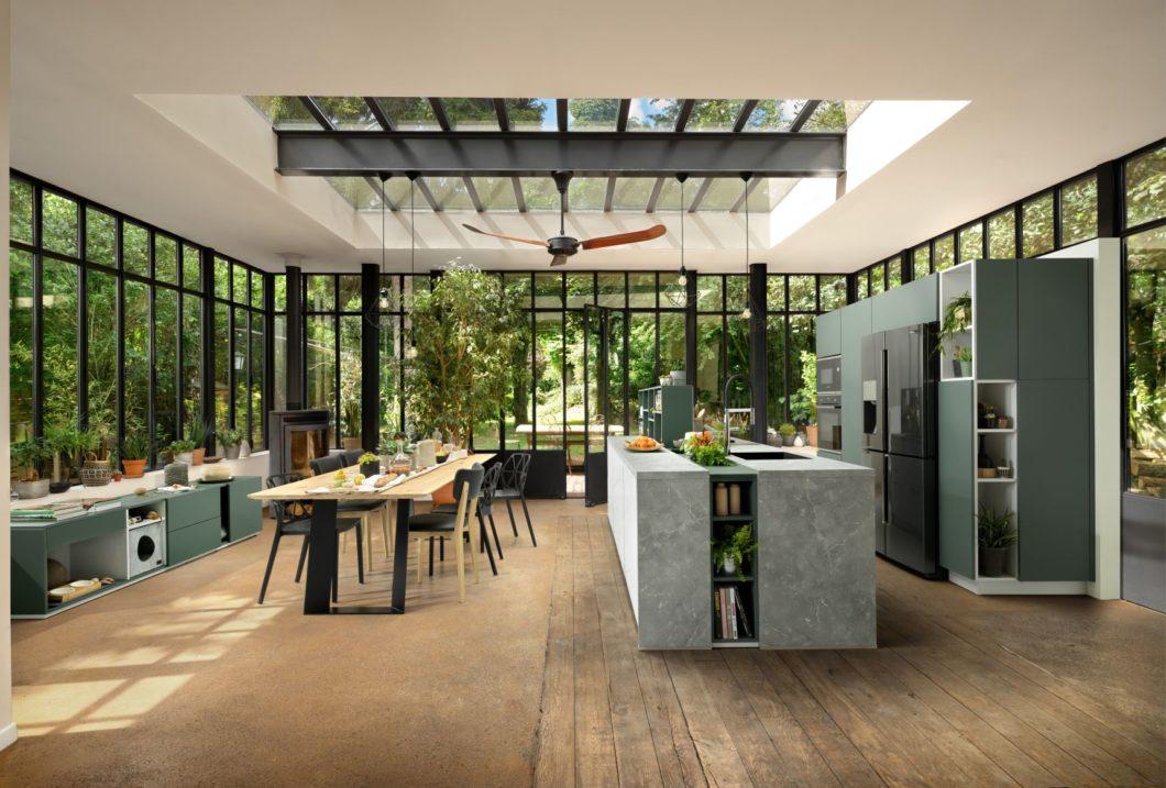 Bei SCHMIDT Küchen Karlsruhe kann der Kunde nicht nur Küchen planen, wie der Name suggeriert. Auch Wohn-, Ess- und Badmöbel werden auf gleich hohem Niveau geplant. (Foto: SCHMIDT Küchen)