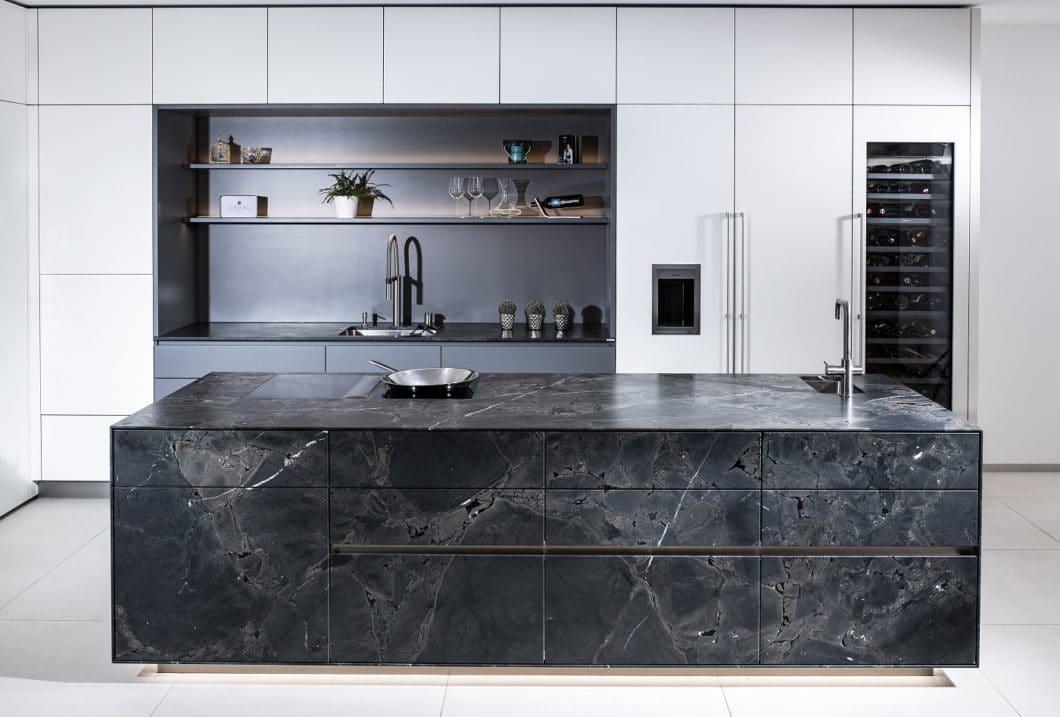 Naturstein steht auf der Wunschliste für die Traumküche in Österreich ganz oben: schon jetzt findet sich 17% Naturstein in österreichischen Küchen vor - und 83% schätzen den Werkstoff als wichtig ein. (Foto: STRASSER Steine)