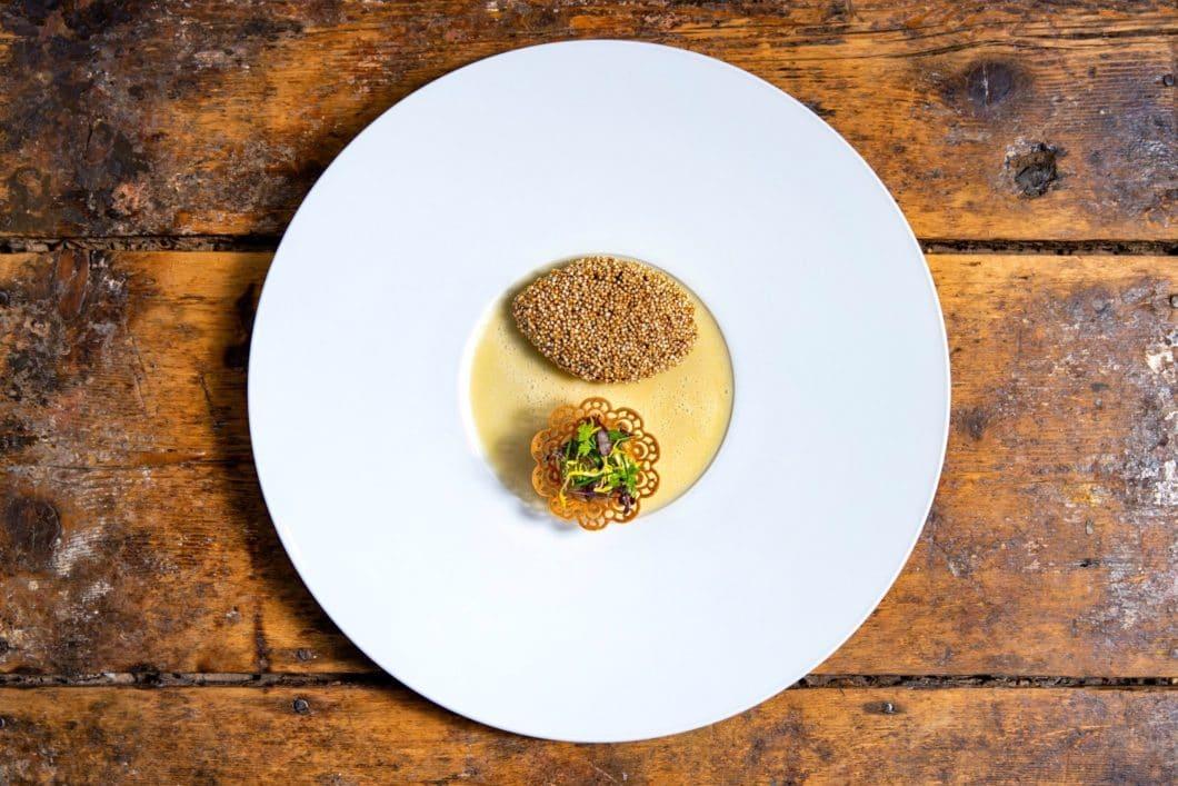 Soufflierte Wachtelbrust vom 3-Sterne-Koch Jan Hartwig: wird mit dem richtigen Kochwerkzeug vielleicht auch bald in Ihrer Küche zuhause serviert. (Foto: V-ZUG)