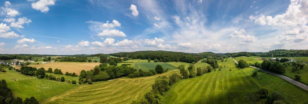 Mittlerweile hat sich die Natur ein Stück zurückerobert: das große Abbaugebiet von Basalt, Ton und Schiefer rund um den Westerwald ist Teil der Region - neben grüner Natur als Naherholungsgebiet. (Foto: Westerwald Touristik-Service)