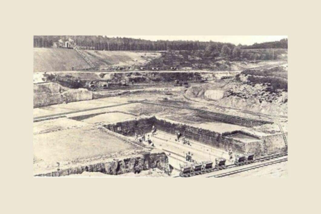 Auf historischem Terrain mitten im Ton- und Basalt-Abbaugebiet des Westerlands entstand die Grundsteinlegung des heutigen Unternehmens systemceram. (Foto: systemceram)