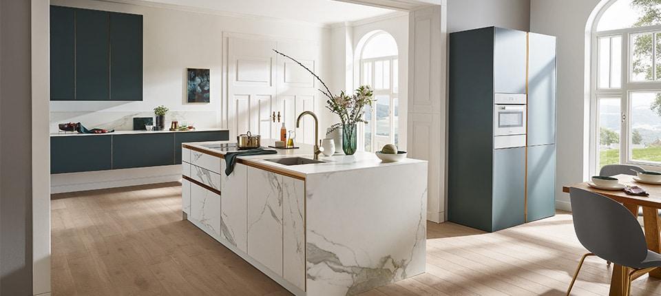 Villeroy & Boch machen nun auch in Küchen. Das Ergebnis kann sich sehen lassen: feines Keramikdekor, minimalistisches Design und eine große Auswahl hochwertiger Materialien zeichnen die Modelle der Traditionsmanufaktur aus. (Foto: Villeroy & Boch)