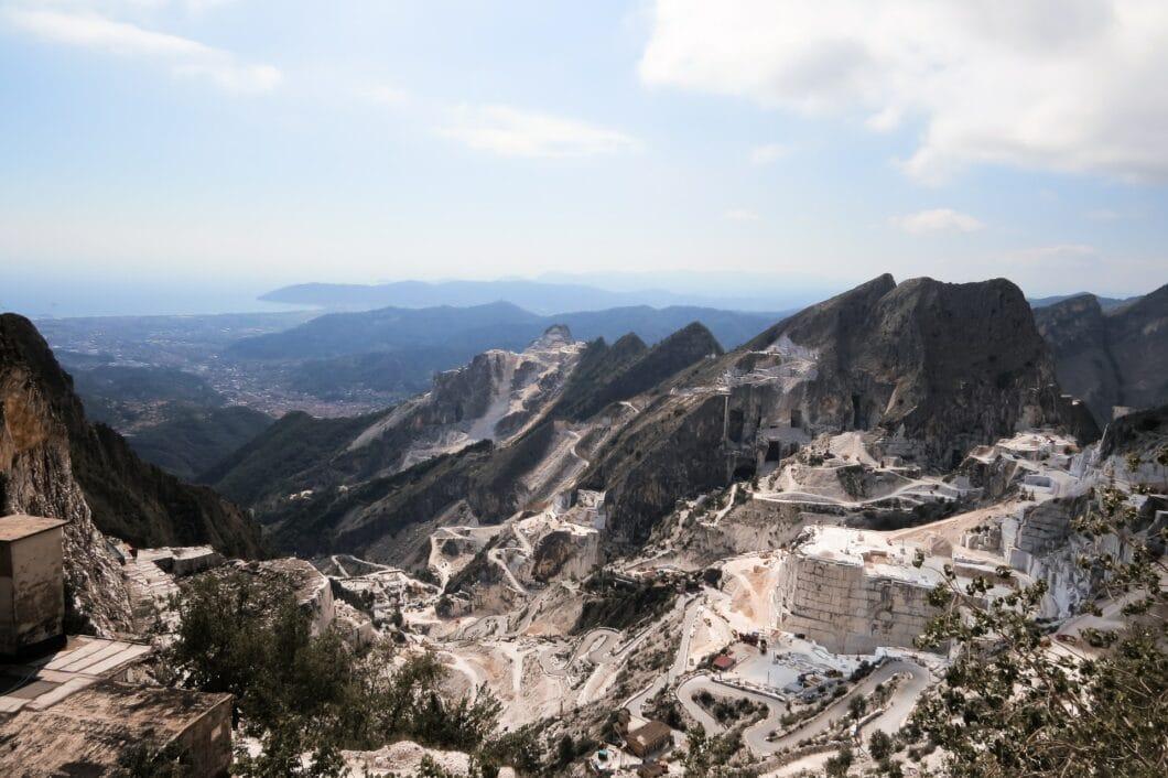 Im Süden von Italien werden jährlich bis zu 5 Millionen Tonnen Marmor abgebaut. Keine schlechte Idee, bei dieser Masse auf Keramik umzusteigen - und diese birgt weitere Vorteile in der Küche. (Foto: Megan Andrews, stock)
