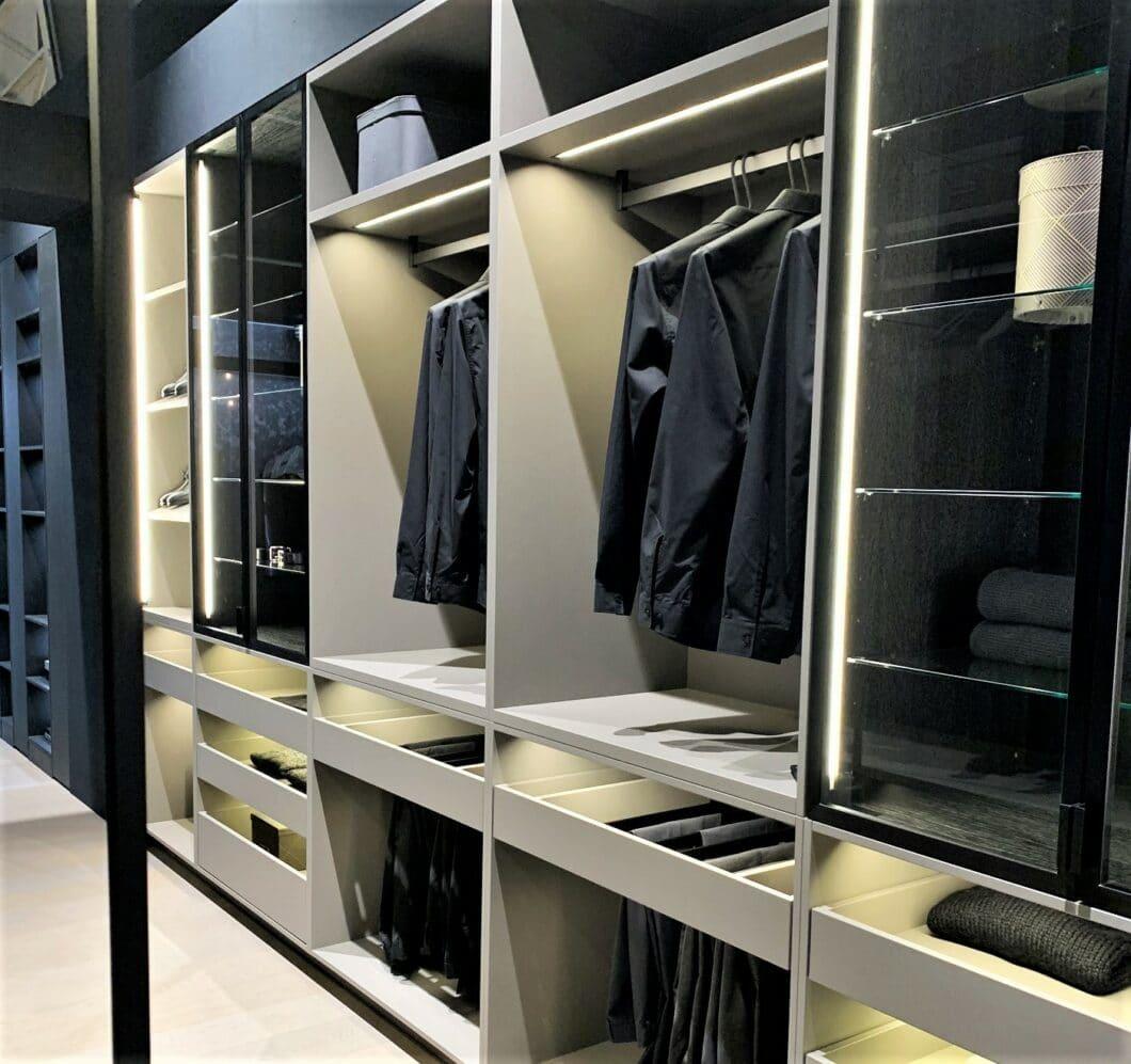 Mit den Möbelelementen der Küchenhersteller lassen sich auch Flurgarderoben, Sideboards und begehbare Ankleidezimmer gestalten... (Foto: Küchen&Design Magazin)