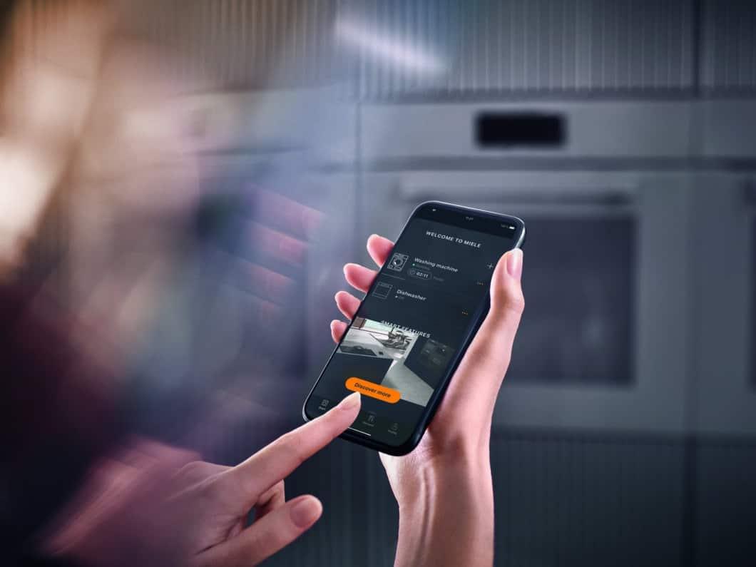 Das Smart Home kommt nur langsam im Alltag deutscher und österreichischer Konsumenten an. Aus der Küchenbranche, speziell den Geräteneuheiten der Hersteller, ist es nicht mehr wegzudenken. (Foto: Miele)