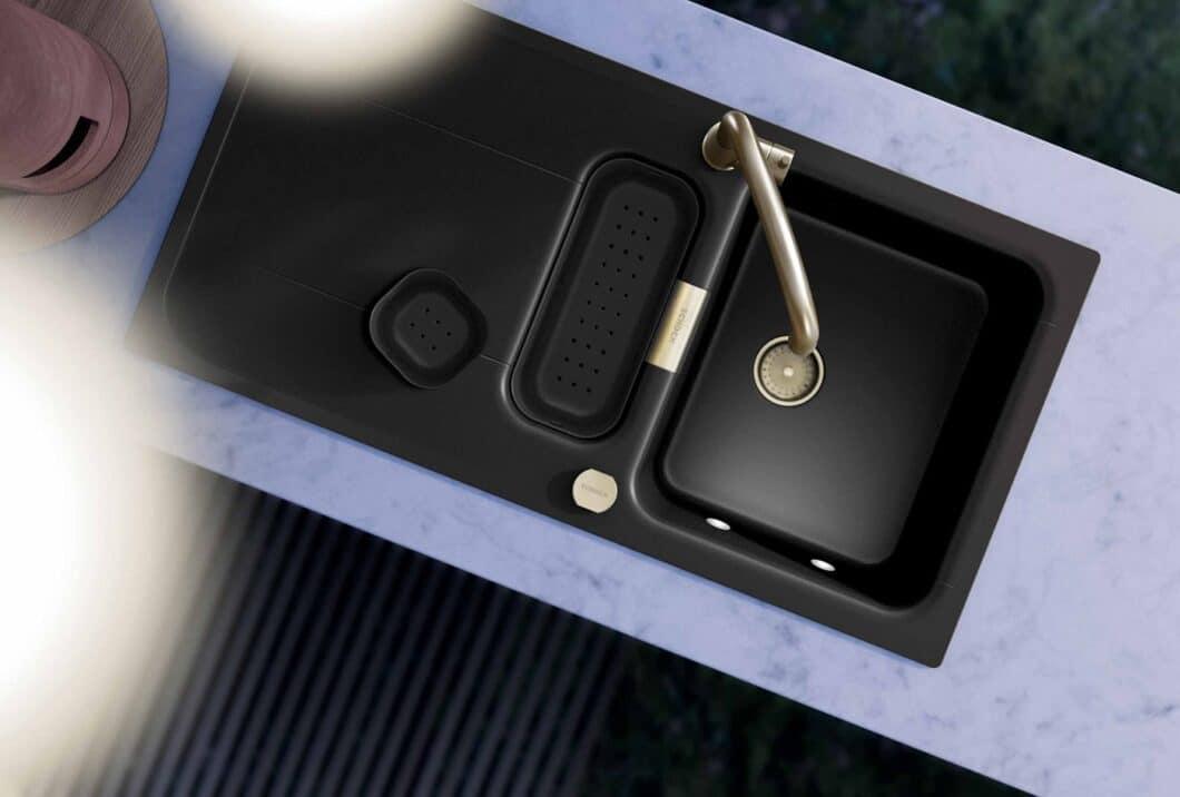 Die seidig schimmernde Oberfläche von CRISTADUR® ist seit 1979 Verkaufsschlager von SCHOCK. Nun gibt es das Ganze auch in Grün - als nachhaltige Spüle mit Recycling-Kreislauf. (Foto: SCHOCK)