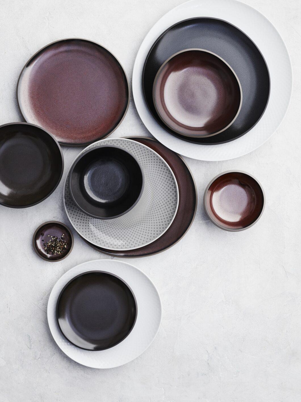"""Inspiriert von handgemachter Keramik und gemacht für das Zusammensein am Tisch: """"Junto"""" bedeutet auf Spanisch """"zusammen"""". In der Geschirrkollektion lassen sich 46 verschiedene Teile in gedämpften Farben und asymmetrischen Formen zu einer unkonventionellen Serie zusammenstellen. (Foto: Rosenthal)"""