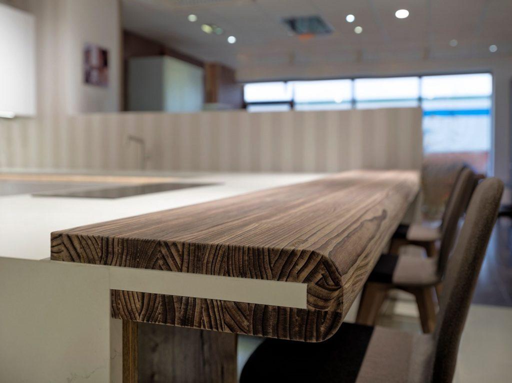 Die Wahl hochwertigen Holzes allein genügt nicht. Wollen wir lange Freude an Holzprodukten haben, müssen wir vor allem auf nachhaltiges Holz in der Küche setzen. (Foto: SPEKVA)