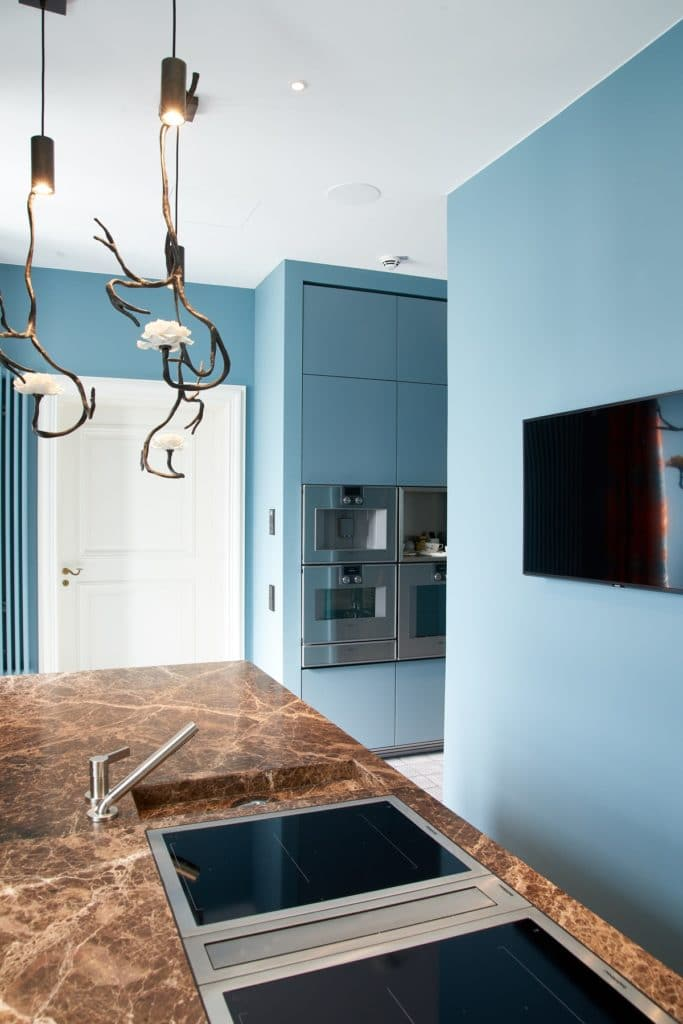 Der außergewöhnliche Küchenraum von Dross&Schaffer Ludwig 6 integriert traditionelle Werte und Kunst in einer hochmodernen Planung. (Foto: ©Andreas Achmann)