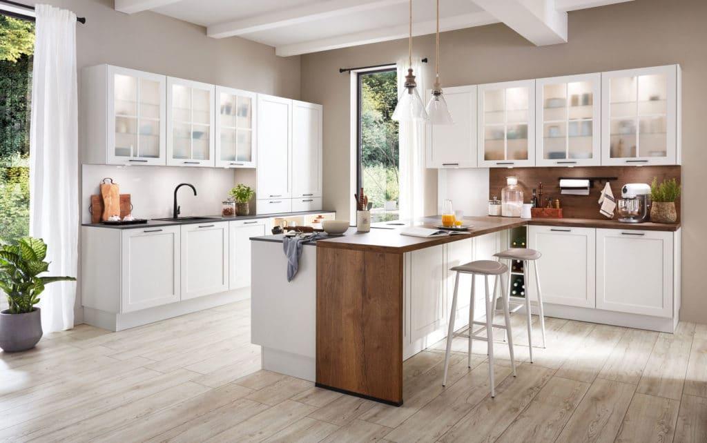 Strahlender Weißton, natürliche Lackierung: Lackfronten zählen zu den wertigsten Fronten im Küchenraum. (Foto: nobilia, Modell: Nordic 782)