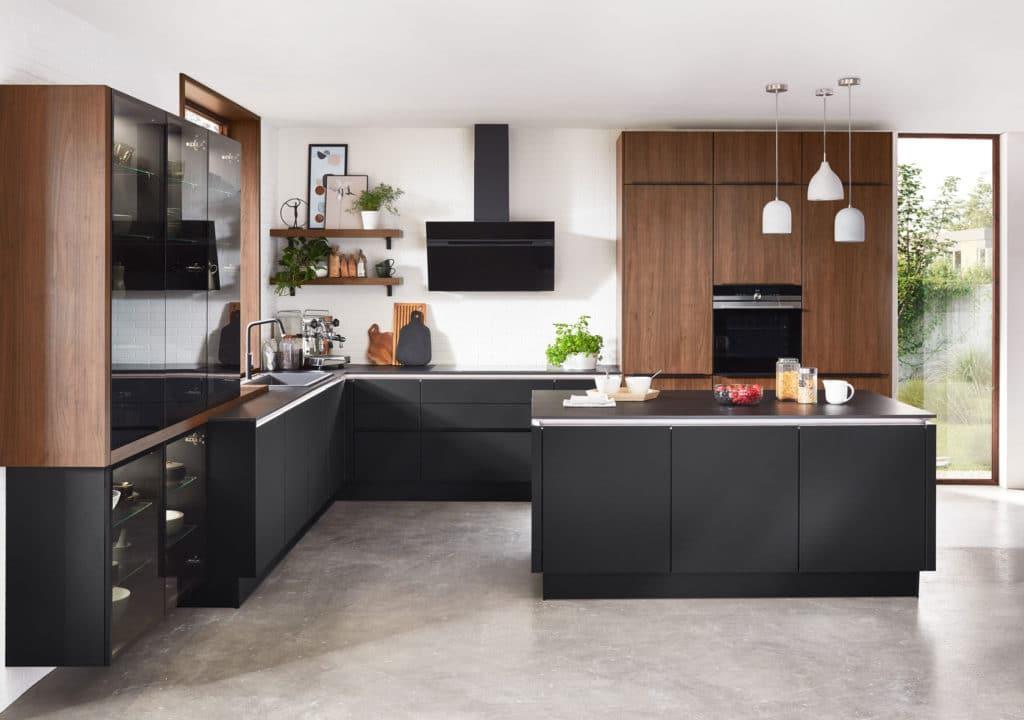 Hochelegant und garantiert am Puls der Zeit: nicht nur Holz in der Küche erfreut sich größter Beliebtheit, sondern vor allem das würdevolle Nussholz. Hier als Optik. (Foto: nobilia)