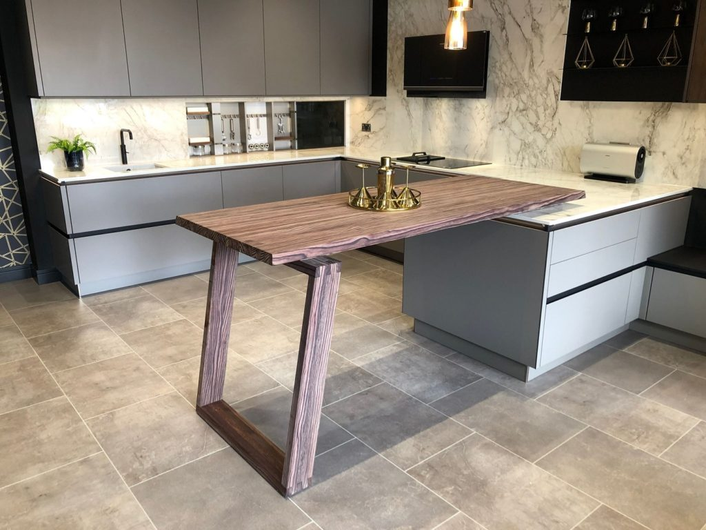 Arbeitsplatten, Esstische, Wangen, Rückwände... SPEKVA kann zu allem hinzugezogen werden, was mit (nachhaltigem) Holz in der Küche zu tun hat. (Foto: SPEKVA)