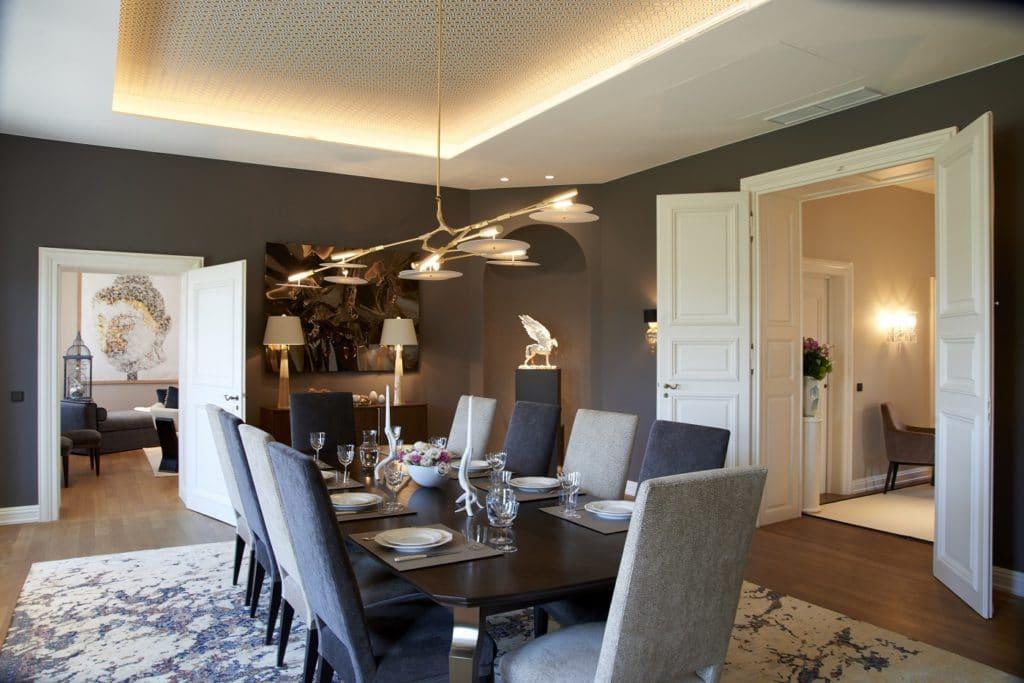 Im neu gestalteten Gästehaus der Porzellan Manufaktur Nymphenburg soll das umfangreiche Sortiment des Traditionshauses erlebbar gemacht werden. (Foto: ©Andreas Achmann)