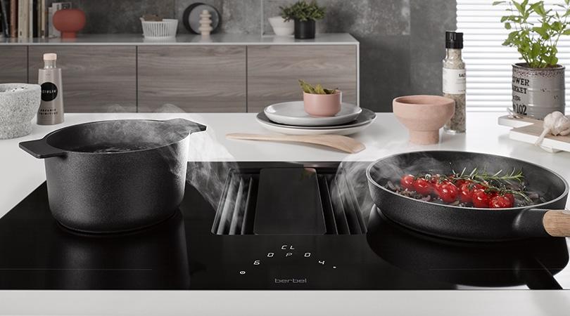 Sind große Pfannen oder Bräter im Einsatz, lassen sich die Kochzonen einfach zusammenschalten. (Foto: berbel)
