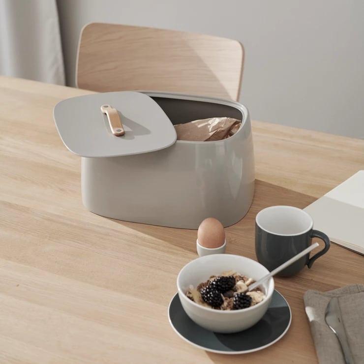 Geschenk-Ideen für die Küche: Der nordische Brotkasten ist hochwertig und hübsch zugleich. (Foto: Nordicnest)