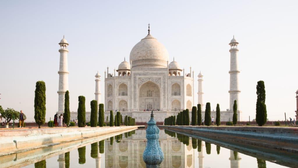 Mausoleum aus weißem Marmor: das Taj Mahal im nordindischen Agra. (Foto: Adobe Stock / Manoj)