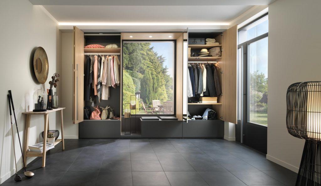 Küchen, Wohnmöbel, aber auch Garderoben und Ankleiden: das Sortiment von SCHMIDT Küchen Dresden ist vielfältig und individuell einsetzbar. (Foto: SCHMIDT Küchen)