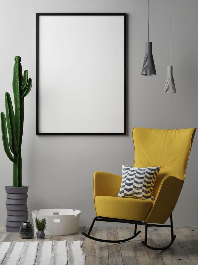 """Für die ungleichen Farben rät es sich, auf eine wohldosierte Kombination auszuweichen: hier bildet das gelbe """"Illuminating"""" einen modernen Farbtupfer. (Foto: Adobe Stock/ Nikolarakic)"""