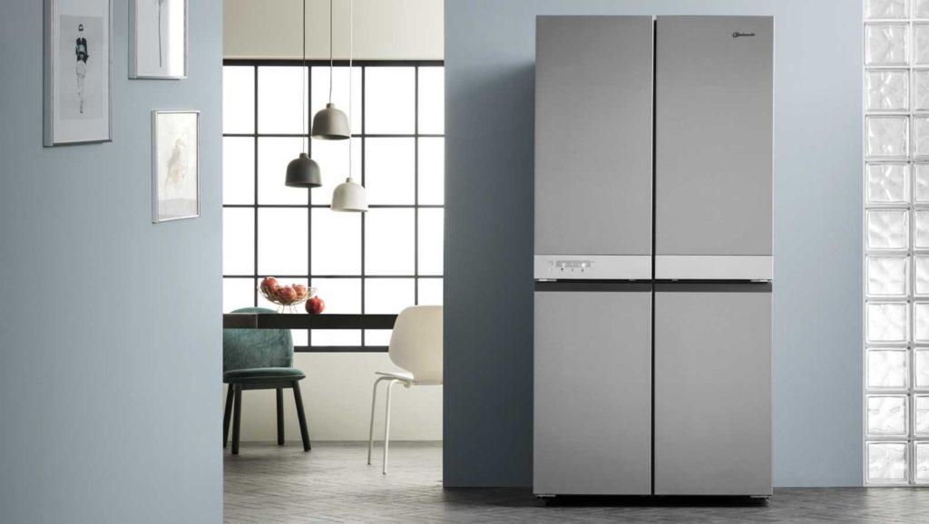 Das helle Edelstahlgrau passt sich puristisch modernen Wohn- und Küchenräumen an. (Foto: Bauknecht)