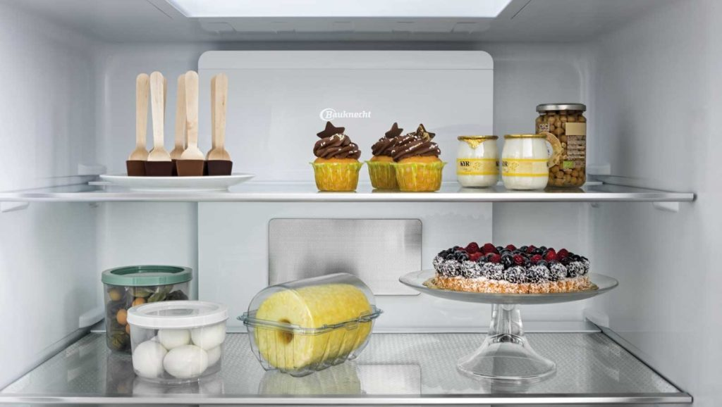 Ob ein gewisser Vorrat an Lebensmitteln oder die wiederentdeckte Lust am Kochen und Backen: auch 2021 wird die Nachfrage nach großen Kühlschränken enorm sein. (Foto: Bauknecht)