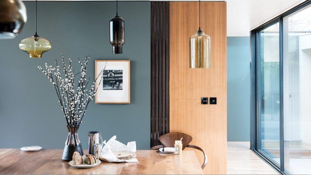 Unterschätzen Sie nicht die Kraft einer guten Wandfarbe in der Küche: sie lässt den Raum in einem neuen Licht erstrahlen. (Foto: Farrow & Ball)