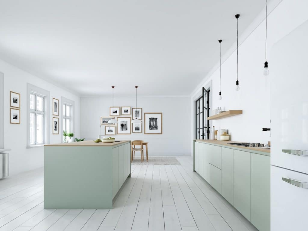 Der skandinavische Küchenstil zeichnet sich durch Feingefühl aus, der dennoch herzlich wirkt. Zarte Pastellfarben und viel Holz charakterisieren diese Küchenräume. Oft kommen feine Rahmenfronten hinzu. (Foto: 2mmedia)