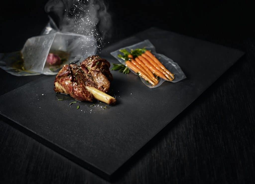 Gesundes und nachhaltiges Kochen als neue Form des Luxus. AEG gibt hierbei den Ton an. (Foto: AEG)
