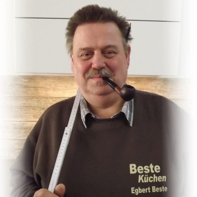Egbert Beste, Inhaber von Beste Küchen, bietet Ihnen jahrelange Erfahrung in Sachen Küchenplanung und ein sonniges Gemüt. (Foto: Beste Küchen)