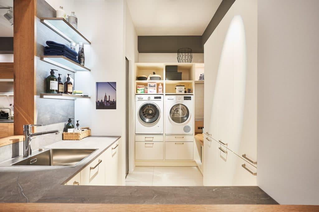 Hauswirtschaftsraum oder Home Office: neue Räume strukturieren unseren Alltag und können bequem im Küchenstudio mitgeplant werden. (Foto: selektionD)