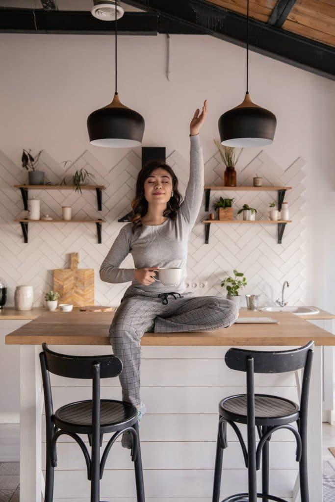 Was führt dazu, dass Sie sich in Ihrer Küche rundum wohlfühlen? Ganz klar: hier muss Persönlichkeit ins Spiel. Eine Küche steckt voller Emotionen. (Foto: Ekaterina Bolovtsova)
