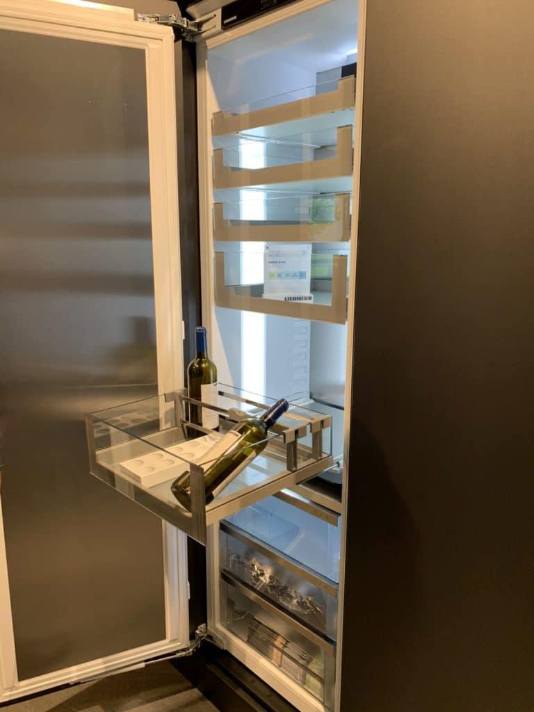 OpenStage heißt ein neuer Ansatz der Kühlschrank-Innenraumgestaltung, der sich an Apothekerschränken orientiert. (Foto: Liebherr)