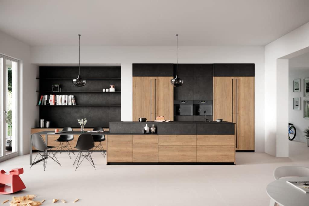 """Eine auslaufende Kücheninsel kann perfekt als Esstisch für schnelle """"get-togethers"""" herhalten. (Foto: Rotpunkt)"""